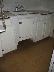985 NE C Kitchen3